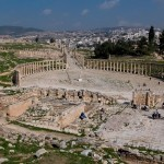 Holidays_to_oval_plaza_from_temple_zeus_jerash_jordan